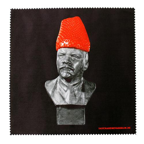 Brillenreinigungstuch mit Lenin und Erdbeere. Design Sascha Koneva Berlin