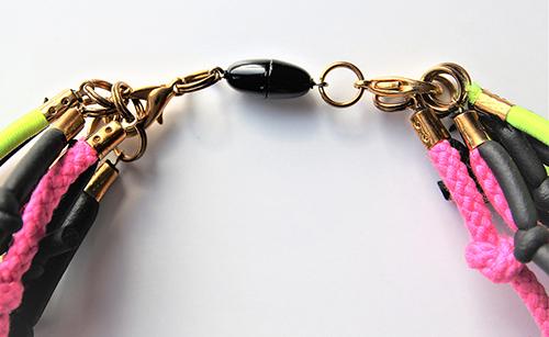 Halskette mit Knoten und Magnetverschluss