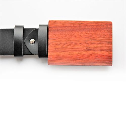 Designerschnalle aus Blutholz. Leder dunkel braun. Design Sascha Koneva Berlin