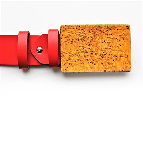 Gürtelschnalle aus Karelische Birkenholz. Edelholz. Design saschakonevaberlin