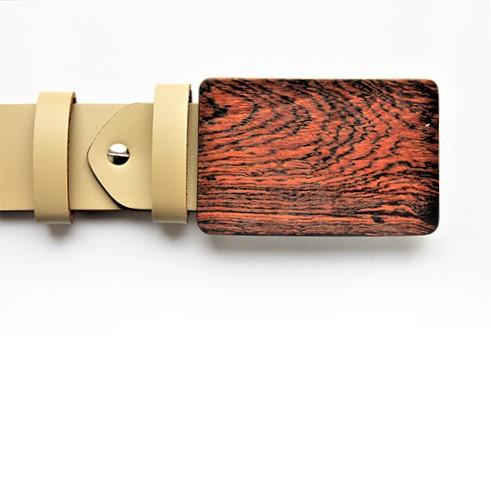 Holzschnalle aus Bocoteholz. Edelholz. Sandfarbene Leder. Design Sascha Koneva Berlin