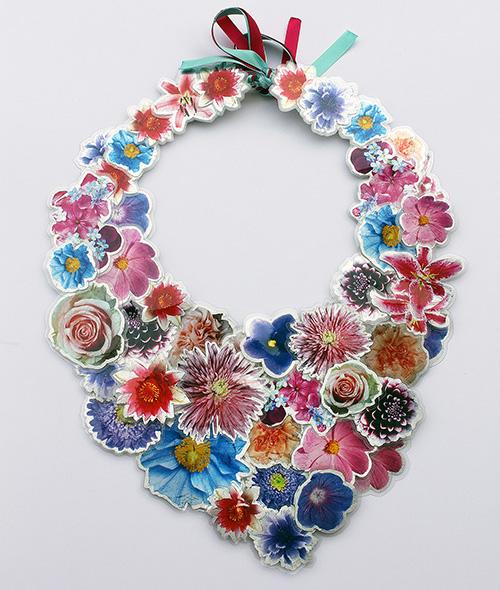 Collier mit Blumen. Halsschmuck aus der Werkstadt saschakonevaberlin