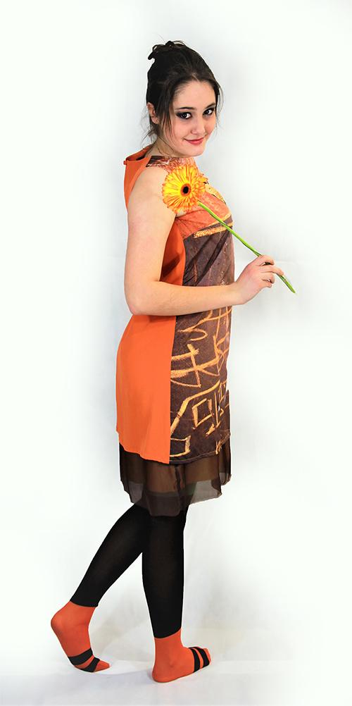 """""""Frühlingscoktail"""" Sommerkleid mit Smetterlind mit Modell und Blume"""