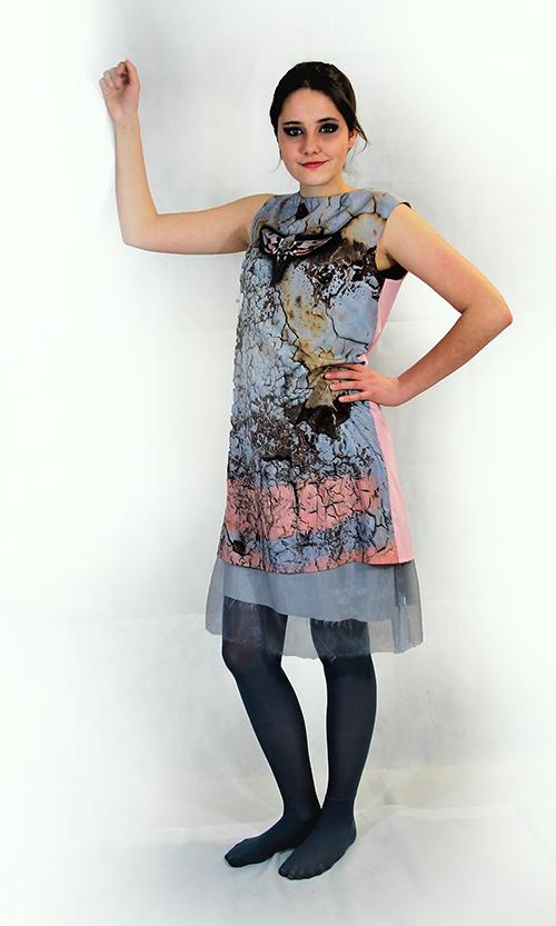 """""""Frühlingscoktail"""" Sommerkleid mit Smetterlind mit Schmetterling in rosa-blau mit Modell"""