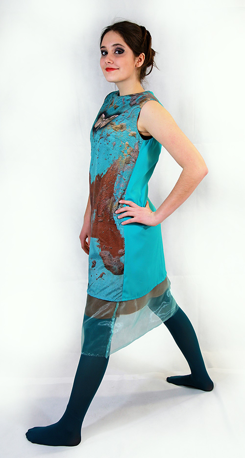 """""""Frühlingscoktail"""" Sommerkleid mit Smetterlind mit Schmetterling in türkis-blau mit Modell"""