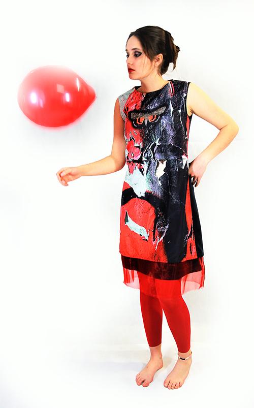 """""""Frühlingscoktail"""" Sommerkleid mit Smetterlind mit Schmetterling in rot mit Modell"""