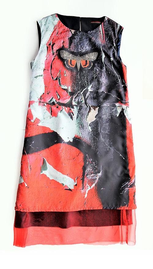 Ärmelloses A-Linien Kleid mit Schmetterling. Mode Design saschakonevaberlin