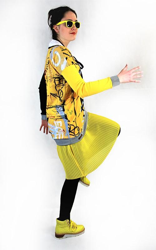 Graffiti Kleid mit Plisseerock mit Modell