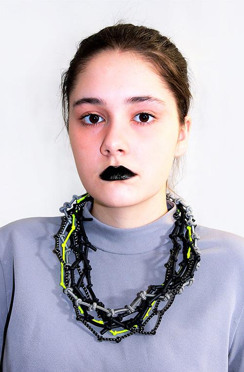 Knotenkette mit Neonband