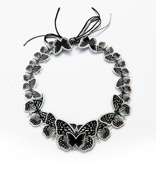 Elegant zu jedem Anlass: petit collier avec des papillions