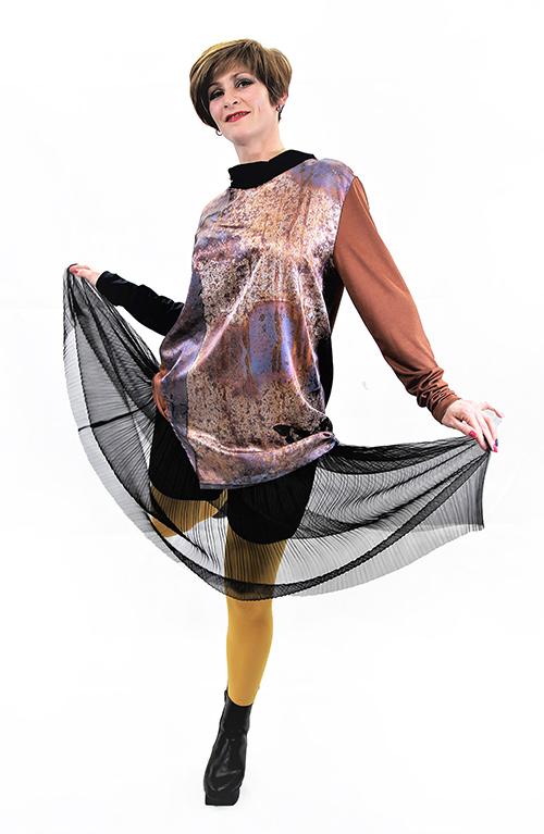Rost Bluse Mit Modell im Bewegung