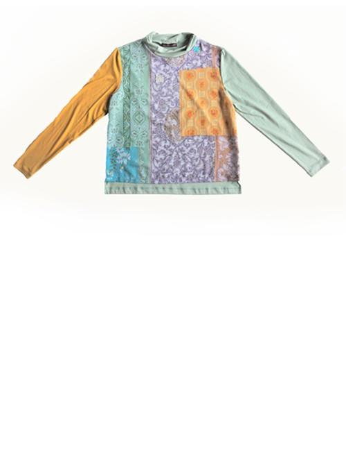 Tapetenbluse mit Tapeten-Muster. Produktansicht. Mode, Design und Stoff saschakonevaberlin