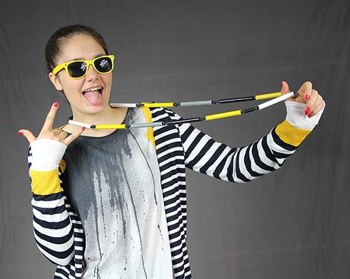 Dreiteilige Röhrenkette im gelb mit Modell fotografiert