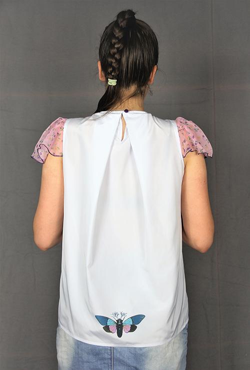 Sommerbluse mit Flügelärmeln motiv 3. Bluse aus Beautiful Zombies Collection mit Modell von hinten