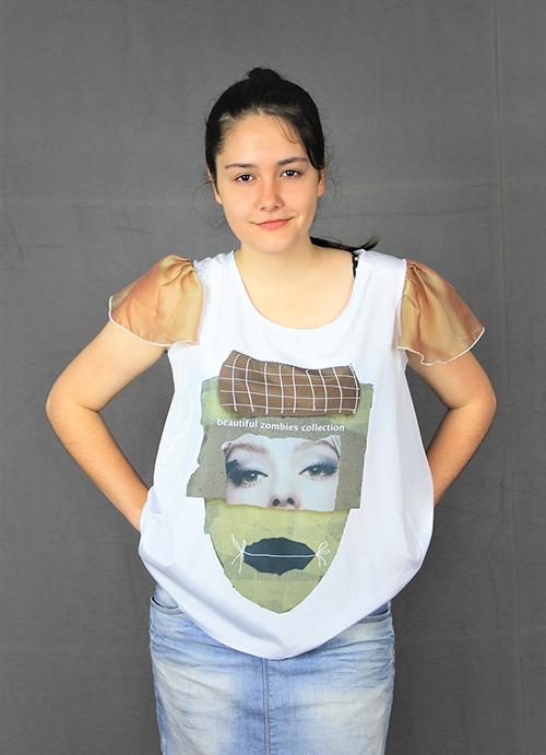 Bluse i mit Flügelärmeln und einen Beautiful Zombies Motiv mit Modell