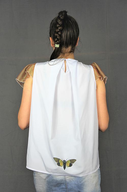 Bluse i mit Flügelärmeln und einen Beautiful Zombies Motiv mit Modell von hinten