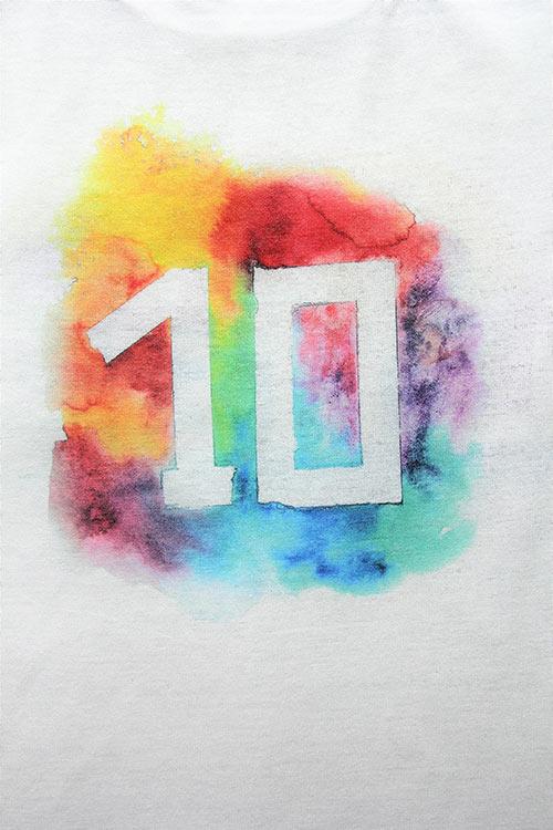 T-Shirt mit ein Schriftzug Ten Letters