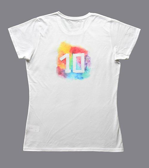 T-Shirt mit ein Schriftzug Ten Letters und eine Zahl 10