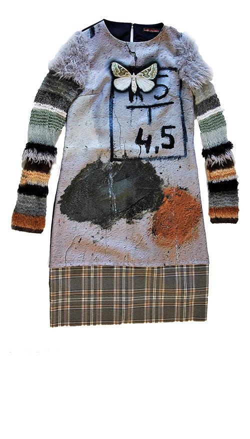 Aus Wolle gestrickt: die Ärmel des Winterkleids in blau und grau. Mode Design von saschakonevaberlin