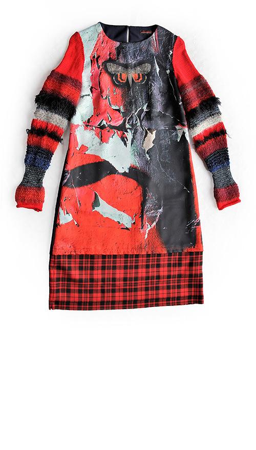 Kleid mit Falter-Aufdruck und gestrickten rmeln. Mode Design von saschakonevaberlin
