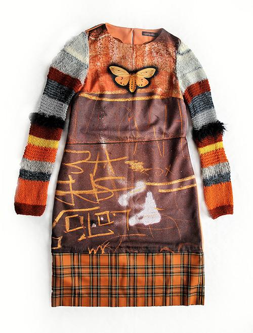 Einmalig: Winterkleid mit farbigem Print und gestrickten Ärmeln ist einmalig
