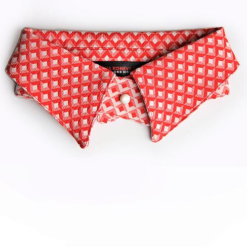 Wende-Schmuck-kragen mit Punktmotiv in schwarz/weiß. Produktbild.
