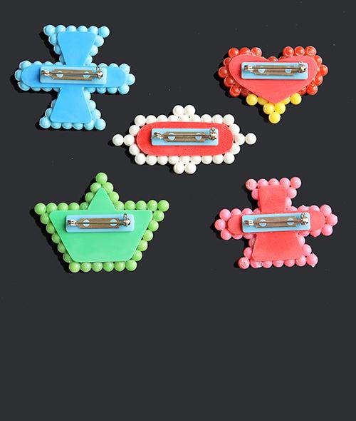 Moderner schmuck. 5 teilige Broschen Set