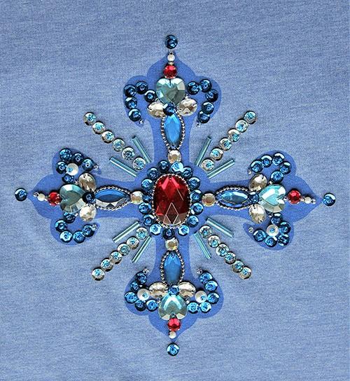 Designershirt in blau mit einem gesticktem Kreuz